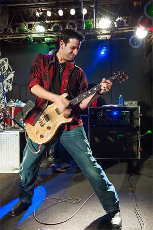 guitarist Mike Adkins (Uncle Kracker) - photo by Chris Levitan