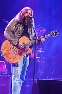 Jamey Johnson live at the Riverside in Milwaukee - photo by Jennifer Bronenkant