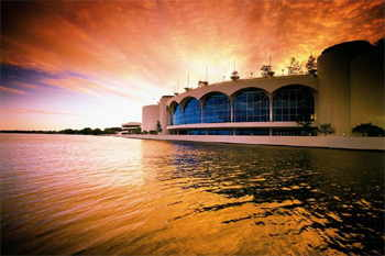 Monona Terrace convention center on Lake Monona in downtown Madison, Wisconsin. Designed by Frank Lloyd Wright